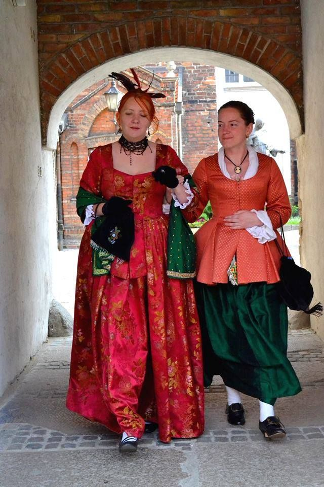 Ladies of the 18th century on a walk  The lady on the left in a red silk dress inspired original of coming from http://collectie.museumrotterdam.nl/objecten/20647  The lady on the right in emerald green silk skirt and cotton-silk caraco reddish-inspired original of the collection http://www.metmuseum.org/collection/the-collection-online/search/81831?rpp=20pg=1ft=caracoimg=1