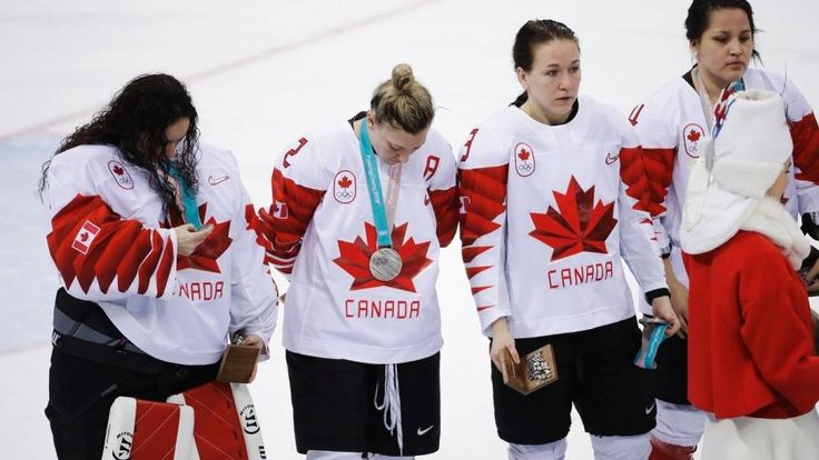 Canadian women's hockey player immediately removes silver medal after loss