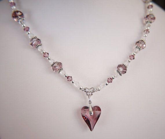Nyaklánc inspiráció #Swarovski Vad Szív medálból, XILION Bicone és #5040 #Briolette gyöngyökből Antique Pink színben.