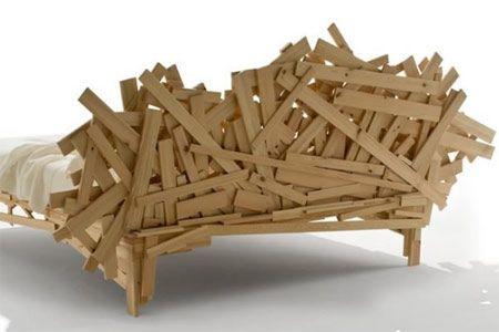 Letto moderno in legno naturale,  la forma caotica di Favela