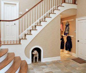 Место для собаки под лестницей