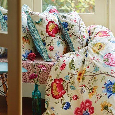 Superfint sengesett med mønster av store blomster!
