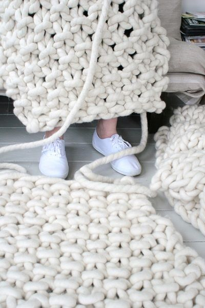 Knitted rug in seed stitch