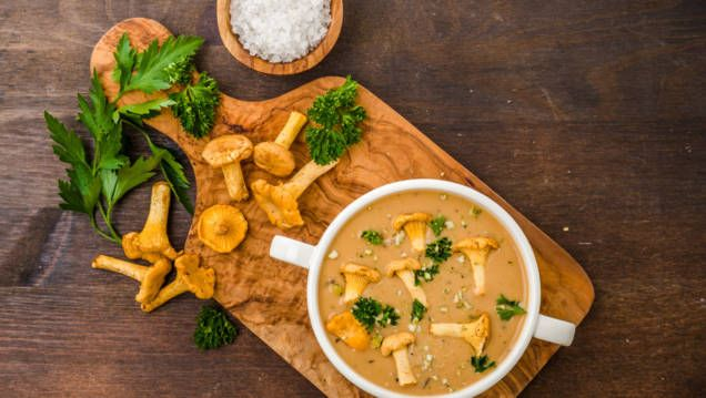 Kantarellsås är gott och enkelt att laga. Dessutom passar den finfint till både lax, en bit ljust kött och till kyckling.