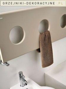 Prostota płaskiej powierzchni ozdobiona trzema charakterystycznymi otworami sprawia, że Treo to grzejnik unikalny i nie do pomylenia z jakimkolwiek innym.