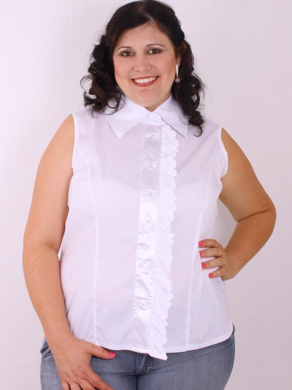 Moda para gordinhas, está blusa é toda confeccionada em tecido tricoline com elastano. Na parte frontal, acabamento em cetim e renda, uma combinação que deixa a peça um luxo.