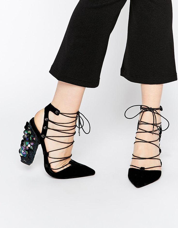 Imagen 1 de Zapatos de tacón con diseño en punta y cordones PRINCIPAL de ASOS