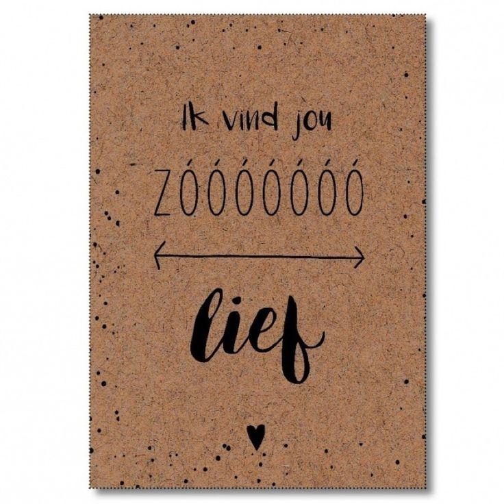 Ansichtkaart Ik vind jou zo lief Ansichtkaart met quote aan de voorzijde Ik vind jou zooooooo lief. Kaart in A6-formaat, geprint op kraft kaartpapier en voorzien van een witte envelop. Op de achterzijde is ruimte voor een persoonlijke boodschap. Leuk om te versturen, als kadootje in combinatie met een lijstjeof om op te hangen aan de muur!
