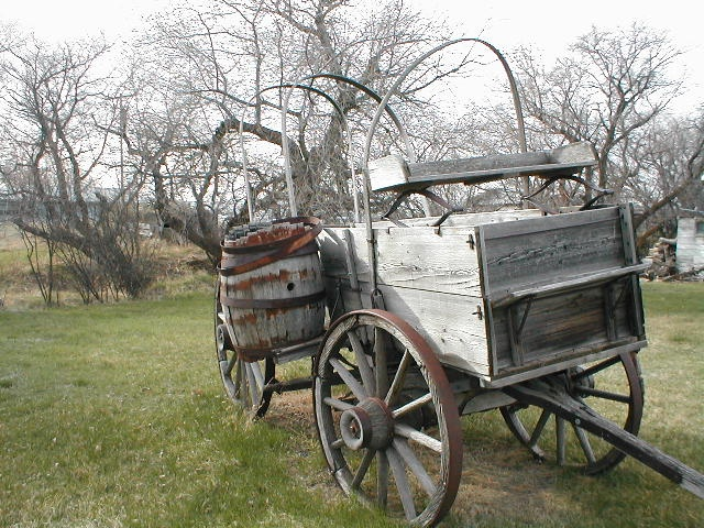 1000 images about farm wagons on pinterest john deere for Things to do with old wagon wheels