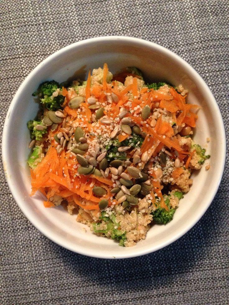 Quinoa, broccoli, chickpeas, carrot, hemp seeds, sunflower seeds, pumpkin seeds, with a peanut/tahini sauce.