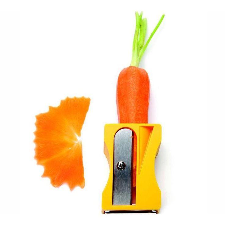 Apontador-descascador {via l3store.com.br} // Além de retirar a casca dos vegetais com uma lâmina comum, produz lascas decorativas em espiral a partir de cenouras e outros legumes finos e cilíndricos. Uma ótima ideia de Presente Criativo.