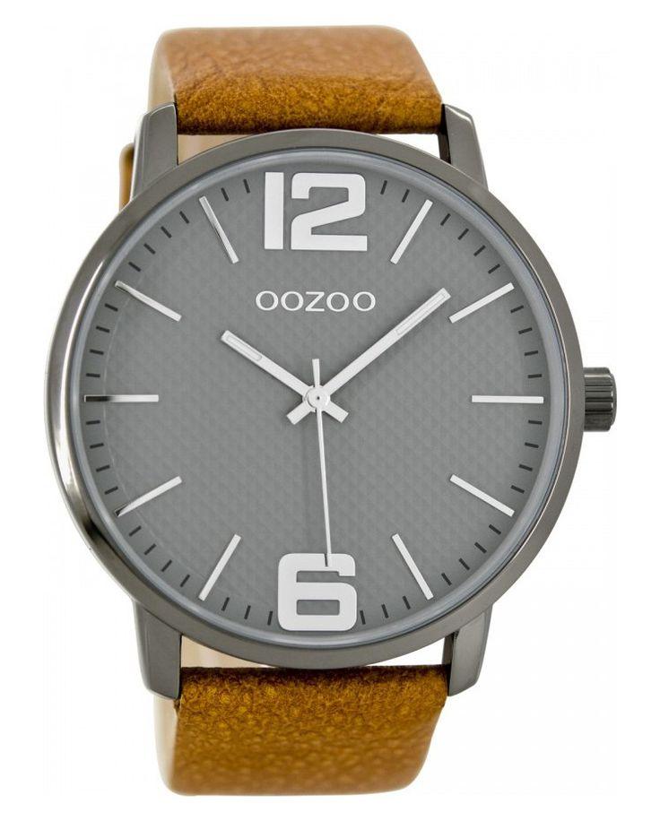 OOZOO Horloge Timepieces Collection 48 mm C8502. Stoer horloge uit de OOZOO collectie. De stalen, zilverkleurige kast heeft een grijze wijzerplaat met zilverkleurige index en wijzers. De cognackleurige horlogeband sluit door middel van een gespsluiting.