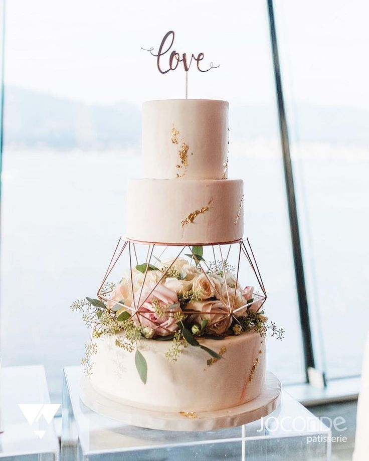 Joconde Patisserie auf Instagram: Wir haben die Marmor- und Blattgoldapplikation …   – Wedding Cakes