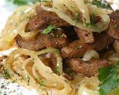 Foie de veau poêlé aux oignons