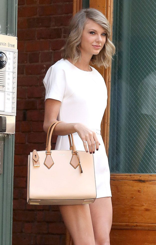 You'll also notice that the forearm purse hold is back. | Summer Taylor Swift Is Back And It's A Beautiful Thing