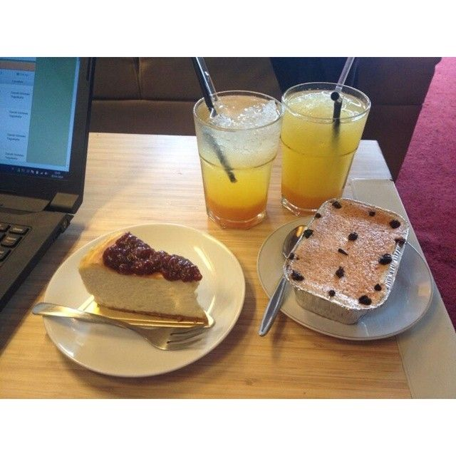 Mango Squash, Orange Squash, Blueberry Cheese Cake, and Chocolate Klapertart. Mooi Kitchen. YAP Square, Jalan C Simanjuntak No. 2, Terban, Yogyakarta.
