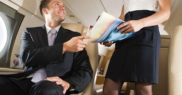 Cómo escribir una carta de presentación para un puesto de azafata. Saber qué incluir y qué eliminar en una carta de presentación puede ser una prueba frustrante de tus habilidades para solicitar empleo. Al solicitar un puesto de azafata, estás vendiendo tu personalidad, así como tus habilidades de servicio a clientes y tu conocimiento de los procesos de vuelo. Mantén estas ideas en mente mientras escribes.