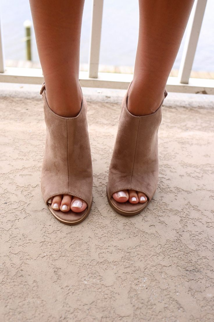 Super cute peep toes