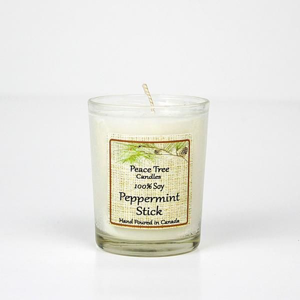 This warm scent of peppermint is a sure to delight and get you into the holiday spirit. Winter Wonderland will be right at your front door with this candle burn