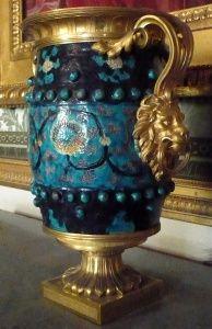Les collections du duc d'Aumont (Musée national des châteaux de Versailles et de Trianon). - 7) L.M.A. D'AUMONT: .. marbre vert antique, jaspe, albâtre fleuri, etc - à montures de bronze doré, colonnes antiques, etc. Cette collection qu'il avait rassemblée, à partir de 1776 en son hôtel particulier place Louis XV (actuel hôtel de Crillon) fut dispersée après sa mort, lors d'une vente publique, à laquelle Louis XVI se porta acquéreur de 51 lots qui comprenaient pour l'essentiel les plus…