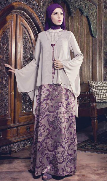 Aktifitas wanita yang banyak dilakukan baik didalam rumah ataupun di luar rumah menjadi salah satu faktor semakin beragam dan atraktifnya baju batik wanita.