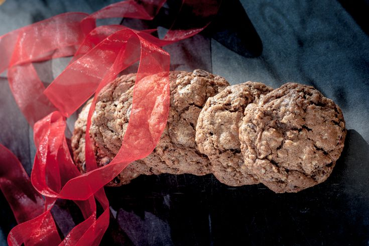 mocha-chocolate-chip-cookies-with-red-ribbon