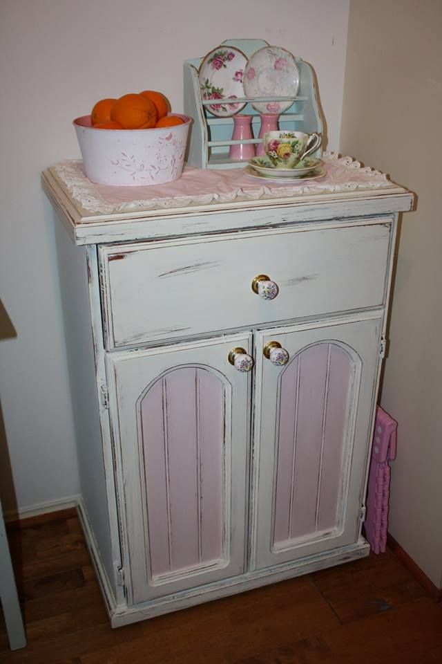 This was done in Old White and a mix of Antoinette and Old White