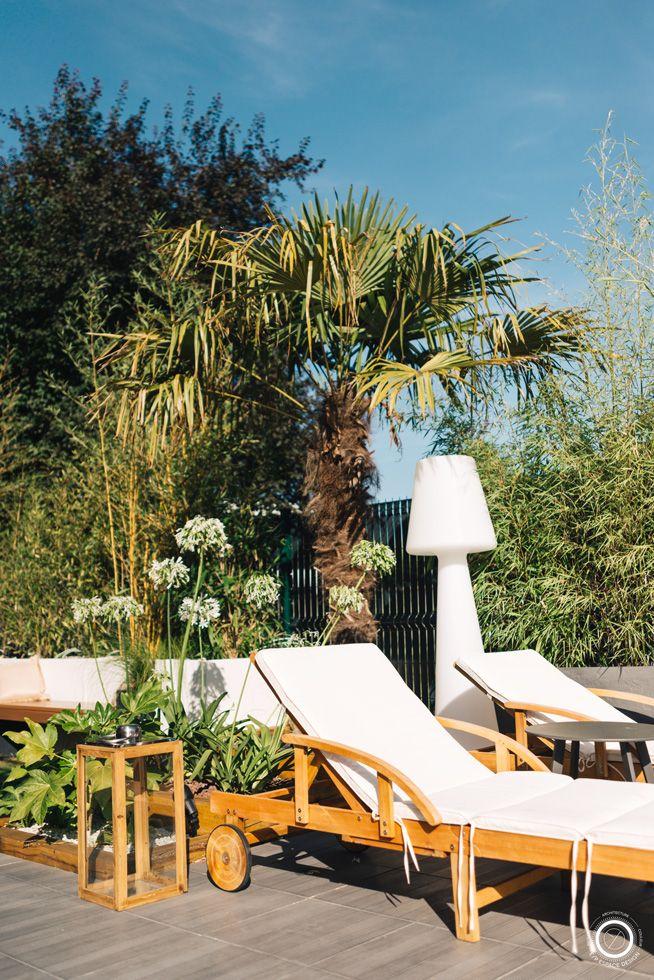 jardin exotique moderne espace transat bois blanc terrasse piscine ...