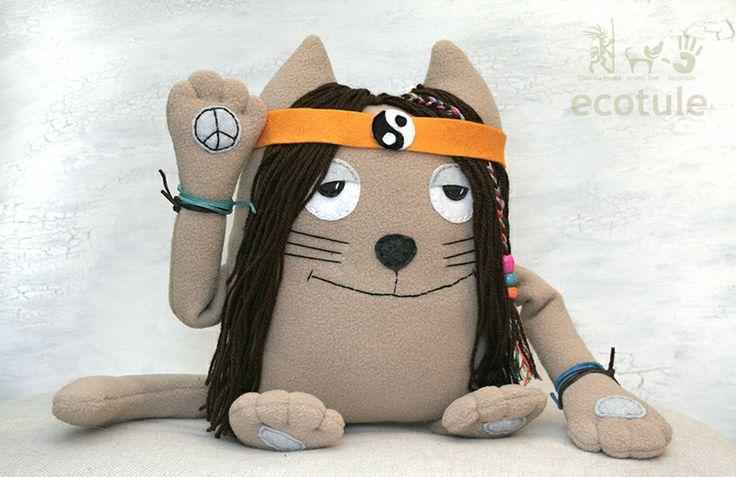 Soft toy Hippie Cat - Ecotule It's a very chilled out cat. It's very soft and friendly and already loves you.