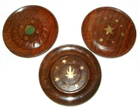 Incense Holder Wooden Disc - These wooden incense discs are designed to hold incense sticks as well as cones so now you can burn both at the same time to add a spiritual scent to any room.    Approx 10cm in diameter