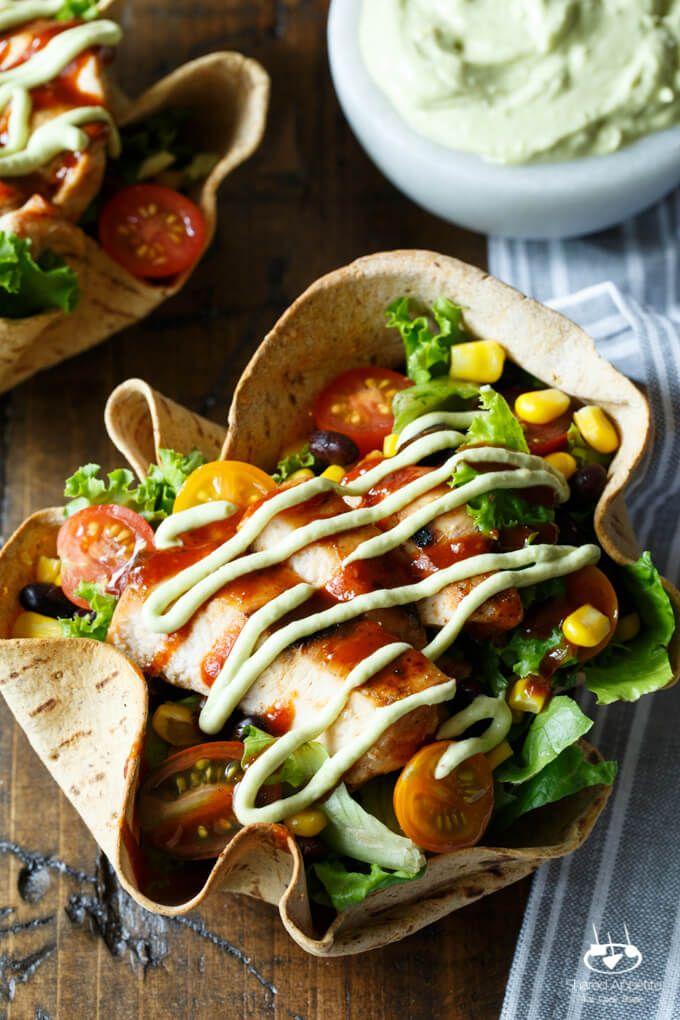 Suroeste BBQ Chicken Taco Ensalada de aguacate yogur griego Vestidor    sharedappetite.com