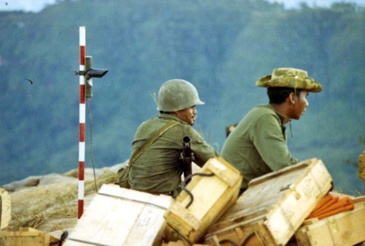 Royal Thai Army soldiers manning a mortar at Plaine des Jarres, Laos.