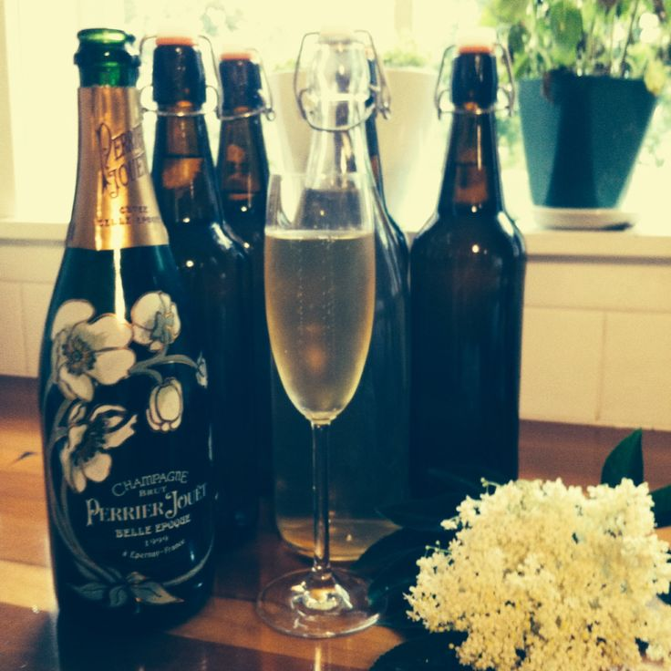Elderflower cordial with champagne