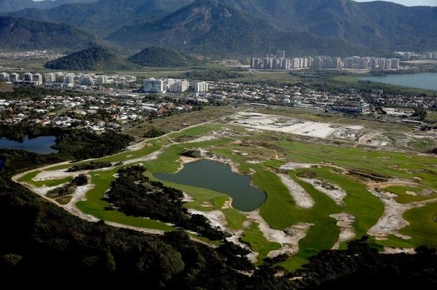 Jan 2015: 2016 Rio Olympics Golf: The course. The Reserva Marapendi Golf Course is located in Barra da Tijuca. A three-hole play-off will decide who receives gold, silver and bronze if necessary. To be guaranteed a place in the respective fields, players must finish in the top 15 of the world rankings. However, only four players per country may be represented, with each world region also guaranteed to have one player present. Players will be able to qualify up until July 11th 2016.