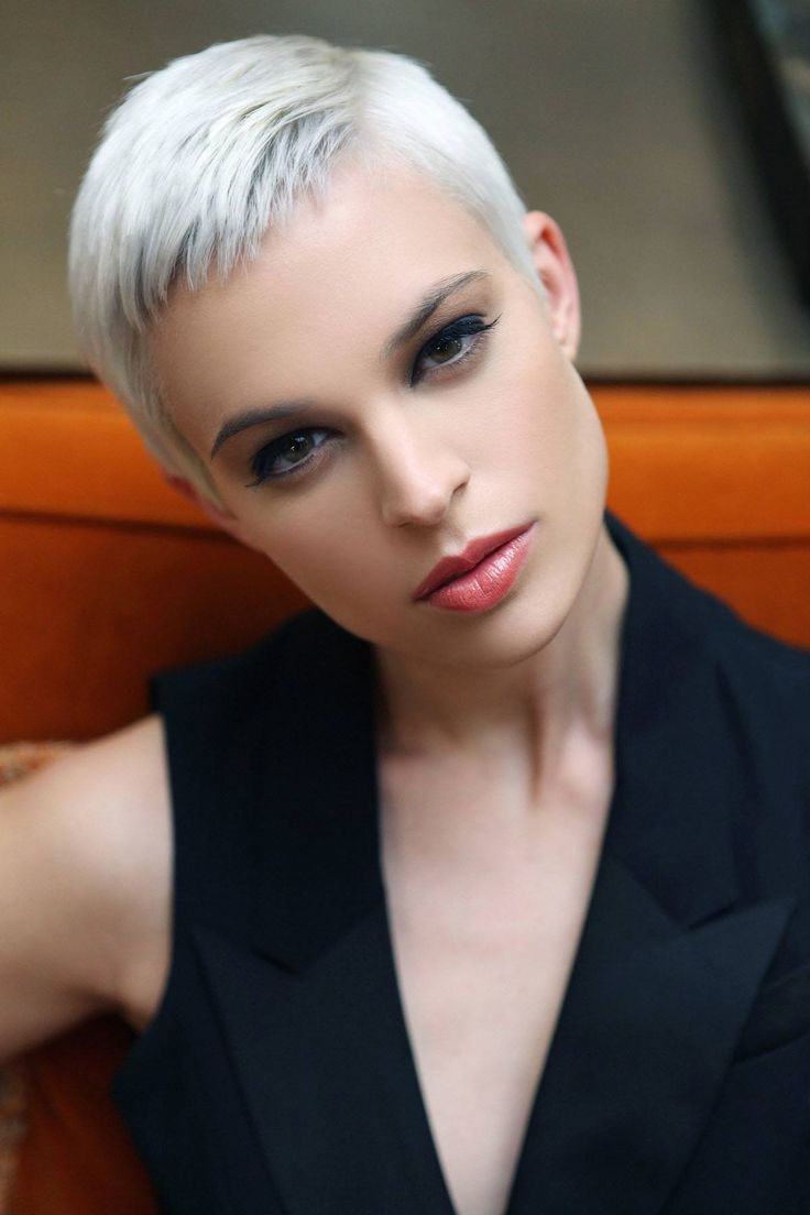 pixie hairstyles gray hair