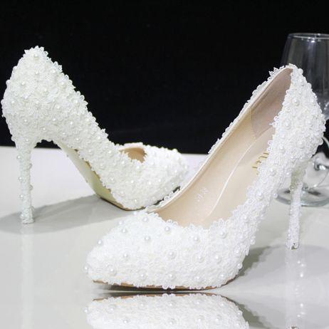 chaussure mariage en dentelle aux perles escarpin blanc de mariée pas cher talons hauts aiguille