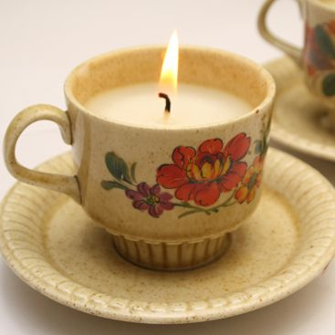 Teacup candles - would make a great gift for mom or grandma!