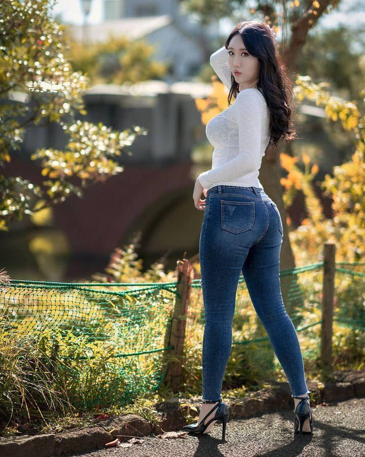 чёрно-белом девушки в облигации джинсах штанах ему удовлетворять