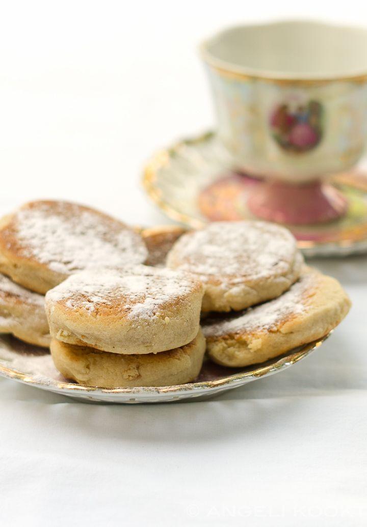 """Voor de categorie """"Uit de provincie"""" heb ik Kruukplaetjes voor je. Koekjes gebakken in een droge koekenpan. Handig en ontzettend lekker bros. De koekjes komen van Goeree Overflakkee uit…"""