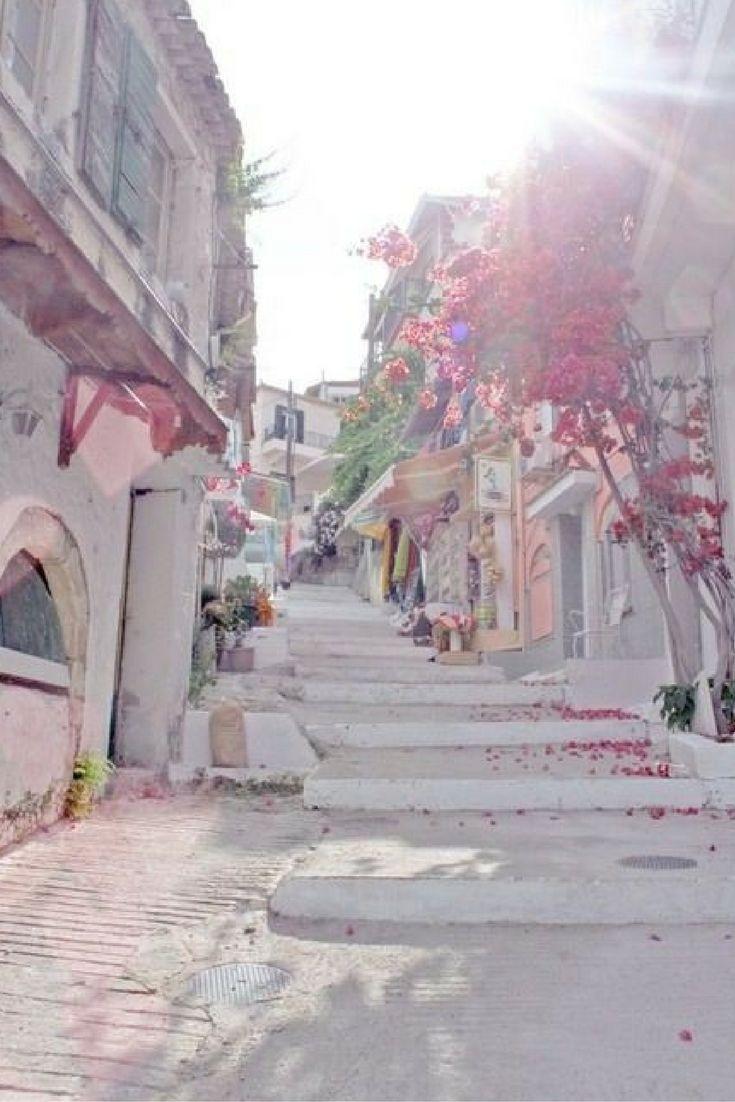 Ibiza is het hipste eiland van de Middellandse zee waar je zeker eens gefeest moet hebben! Ibiza is meer dan feesten, je kan ook heerlijke zonnen in een van de vele baaien of een hippie markt bezoeken is ook zeker een aanrader!!  Check snel de Ibiza deal: https://ticketspy.nl/deals/youre-going-ibiza-8-dagen-3-verblijf-op-dit-hippe-eiland-met-ontbijt-en-diner-va-e331/