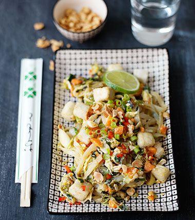 En vegetarisk variant på den thailändska nationalrätten. Tofun steks panerad i lätt chilikryddad maizena, vilket ger en härligt krispig yta.