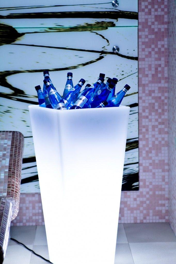 Lighting flower pot by Slide at TerraForm.pl Y-Pot