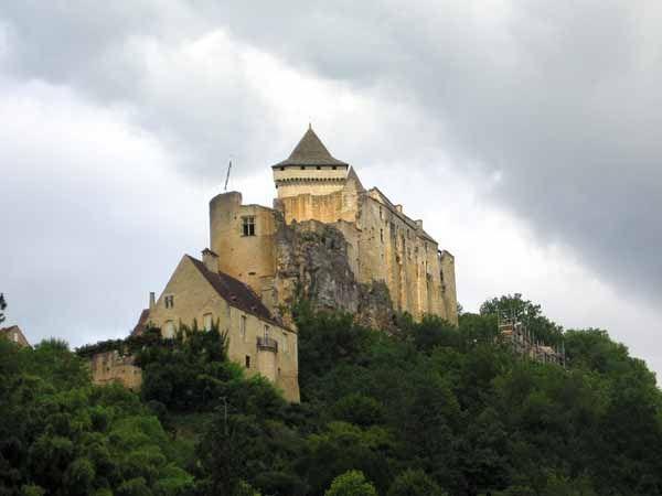 Castelnaud (seen from the Chateau de Milandes)
