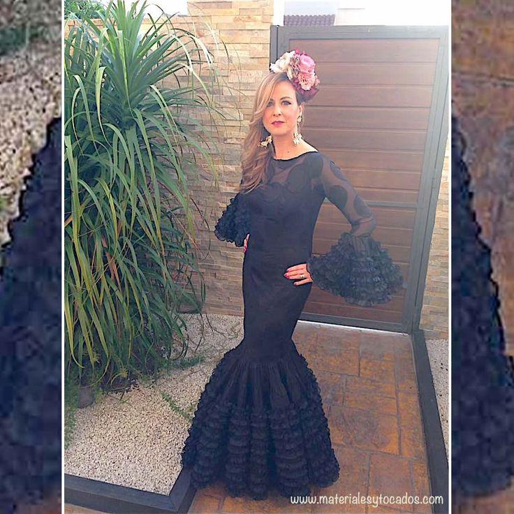 La Feria nos ha dejado por 2017, pero siguen los ecos de verdaderas bellezas como Esperanza, que luce traje negro con tocado realizado en exclusiva y artesanalmente por Materiales y Tocados. ¡Gracias Esperanza por elegirnos! #modaFlamenca #tocadosdeflores #tocadosdeflameca #feria #DIY #handmade #romerias #rocio2017 #ElRocio #hacerelcamino #guapa #feliz #happy #picoftheday #tomares #elmanchón #Sevilla #flores #materialesytocados