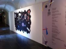 """Ingresso alla mostra con il pannello didattico interattivo """"Crea il tuo Kandinsky"""", Irma Bianchi Comunicazione"""