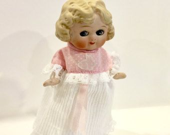 Vintage Bisque Doll, muñeca de porcelana, Charlotte congeladas, 7 pulgadas de alto, ojos mirando de lado, rubia ojos azules de cabello, Made in Japan, años 1930