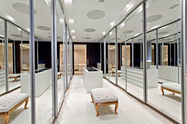 Guarda roupas/closets com portas espelhadas – veja lindos quartos decorados com essa tendência!