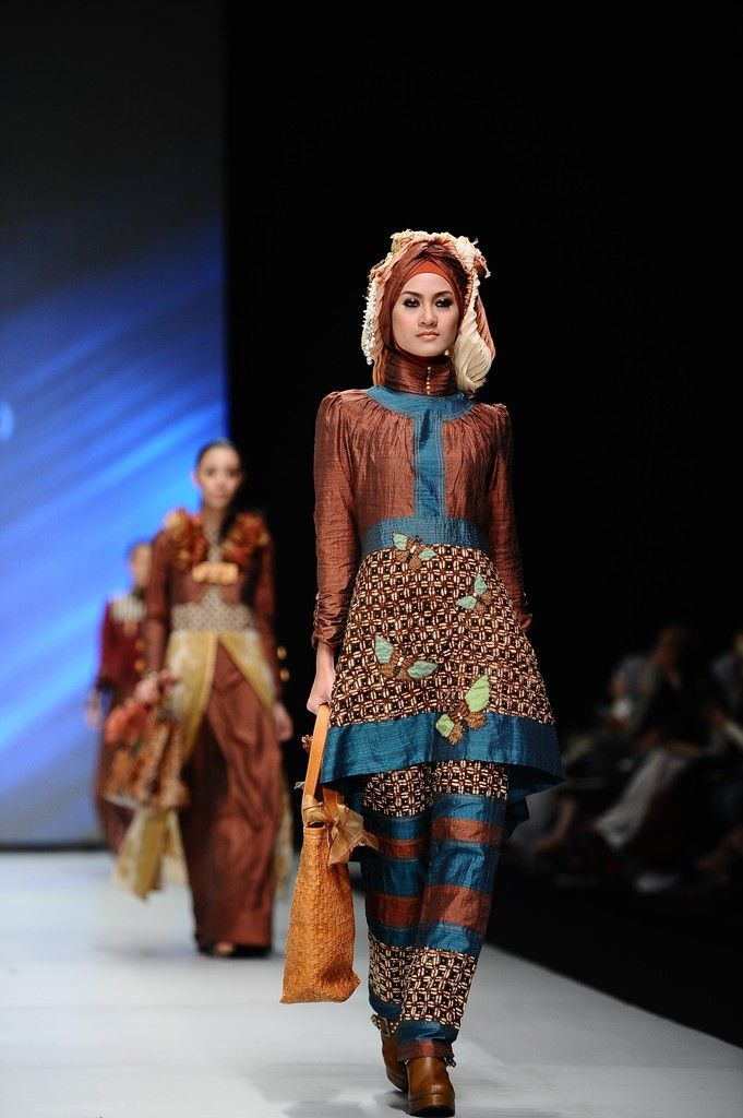 http://www.zimbio.com/pictures/XekggnDd7rY/Indonesia Fashion Week 2014/0Ed1p5jIFns