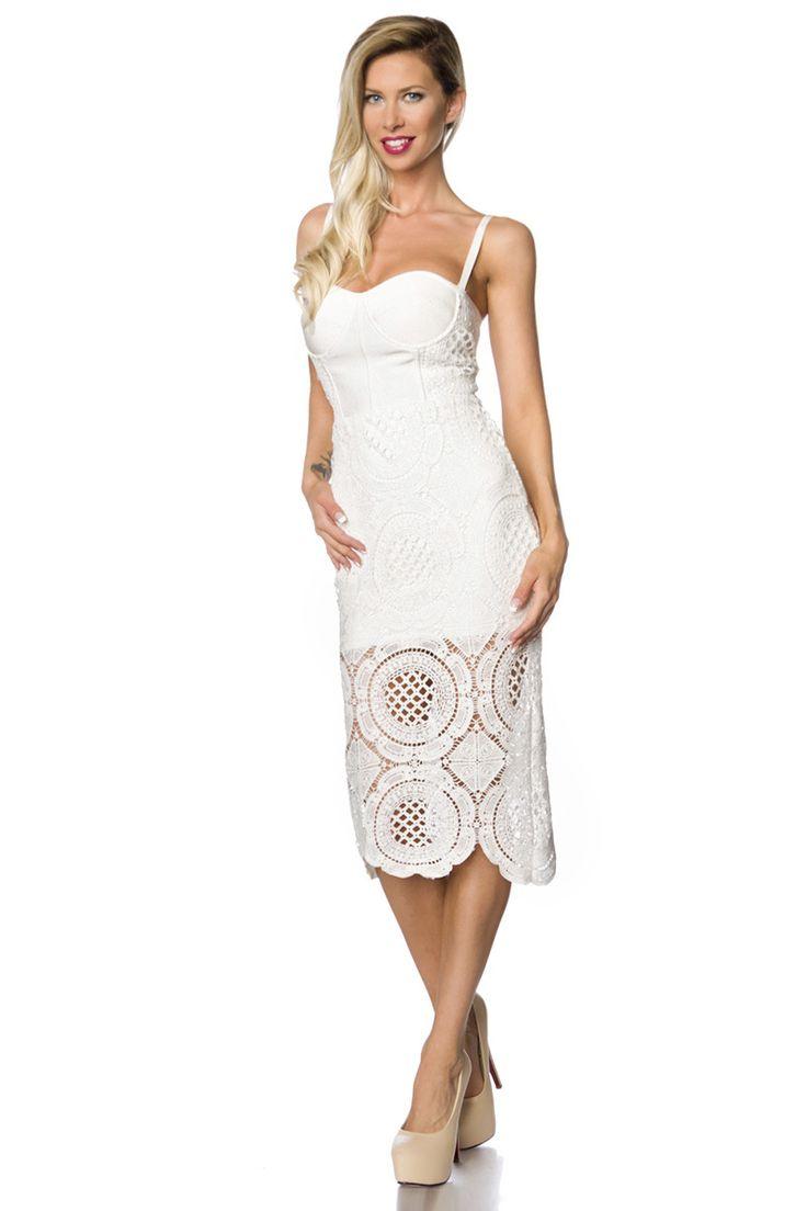 Deze witte gehaakte bandage jurk is ontzettend elegant en zorgvuldig met de hand gehaakt. De bustier jurk heeft gevormde cups en verstelbare bandjes
