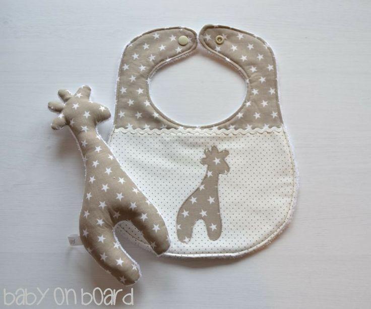 http://it.dawanda.com/product/58245095-Set-di-bavaglino-beige-e-giraffa-giocattolo